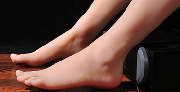 We select best figure girl to model the foot simulation, realistic shape and skin texture with advanced non-toxic skin material.